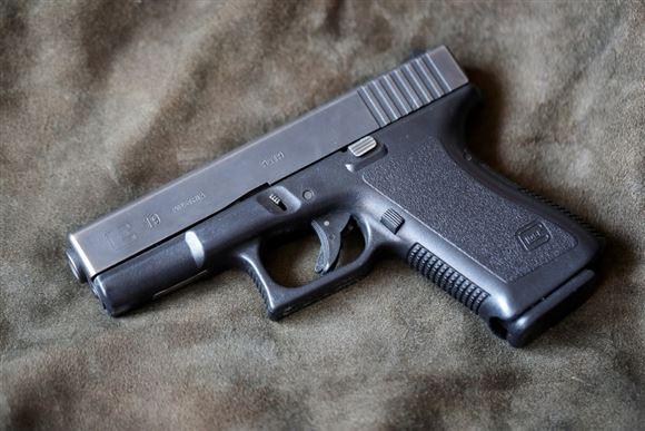 Smuglede 12 pistoler ind i Danmark