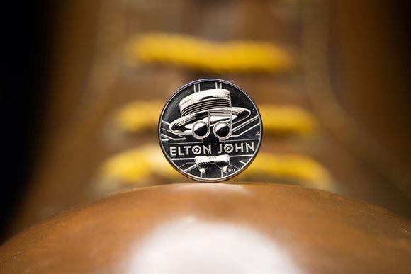 Som Queen: Elton John hyldes med særlig mønt