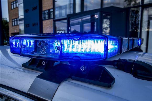 Uskyldig kvinde kørte ind i politiets sømmåtter