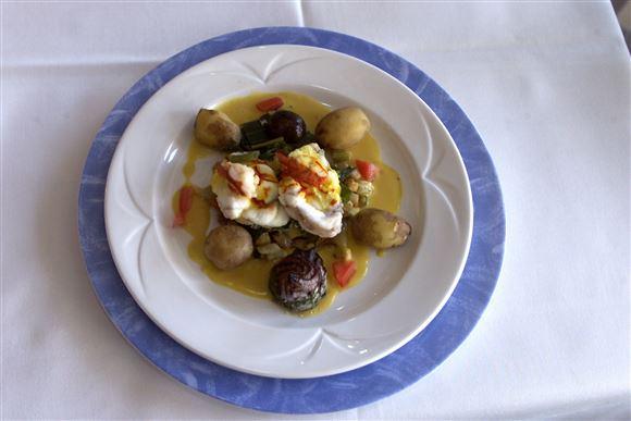 En tallerken med mad