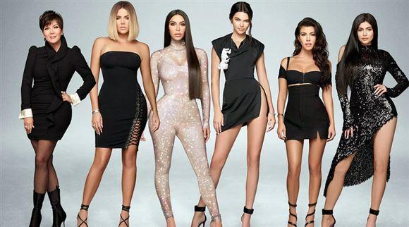 6 smukke kvinder på rad og række