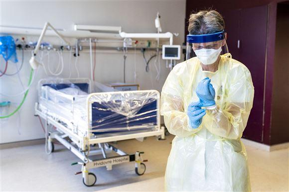 Sygeplejerske i beskyttelsesudstyr