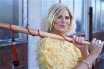 Sofie Linde i gul sommerkjole
