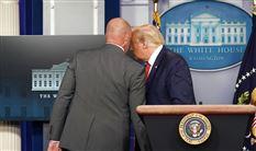 Donald trump og sikkerhedsvagt
