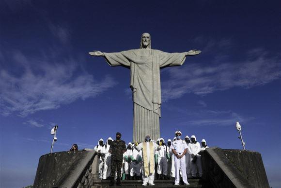 Kristus statue afsprittes