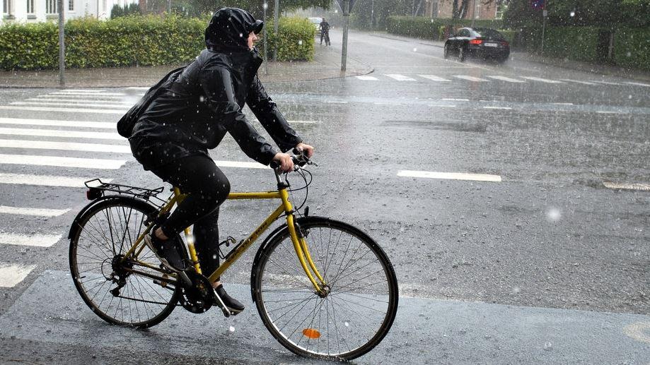 Cyklist i regnvejr