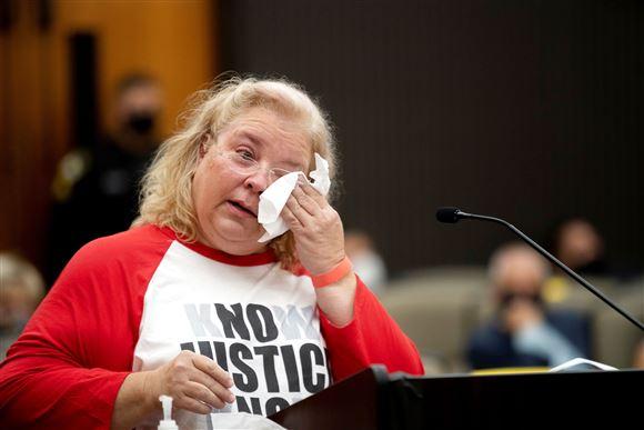 Jennifer Carole, et af ofrene for The Golden State Killer, i retssalen i Sacramento