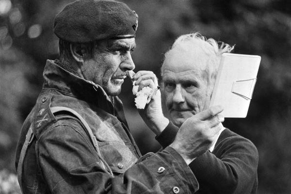 """Sean Connery i fuld udklædning under indspilningen af filmen """"Broen ved Arnhem"""""""
