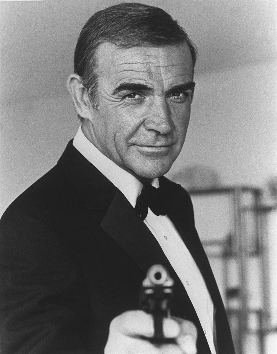 Sean Connery i klassisk positur som agent James Bond