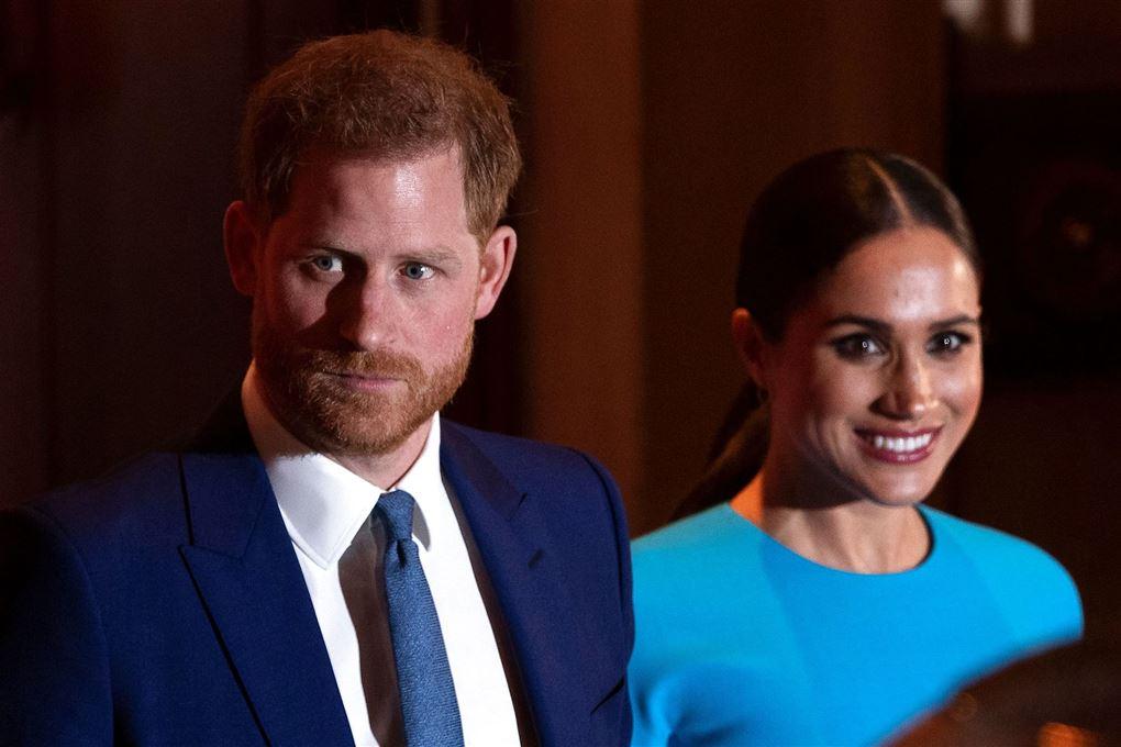 Harry med slips og Meghan i blå top