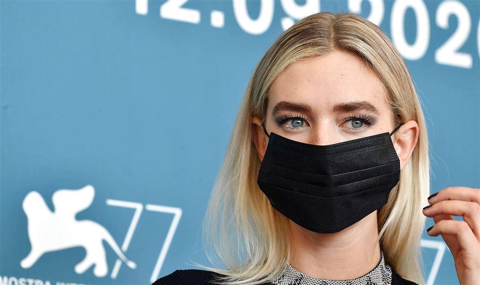 skuespiller Vanessa Kirby med ansigtsmaske