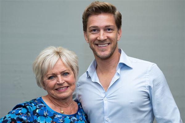 Hilda Heick og Micheal Olesen smiler til kameraet
