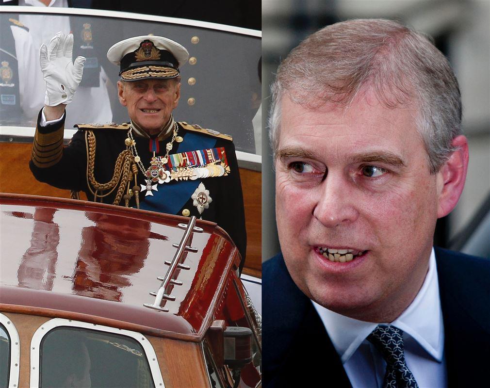 Prins Philip i en båd vinker og et billede af prins Andrew, som kigger hen på faren