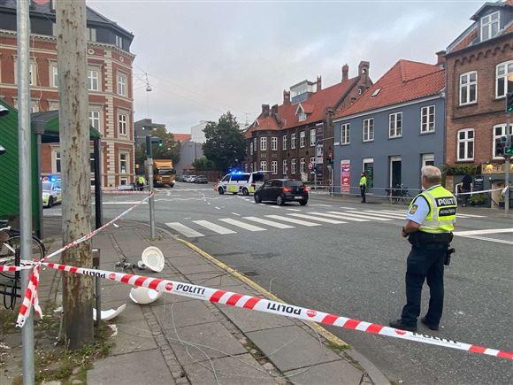 Fredensgade og Sønder Allé er afspærret