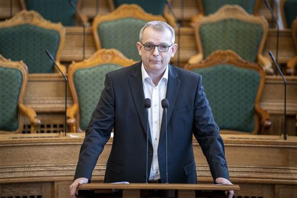 Folketingsmedlem Hans Kristian Skibby ses i Folketingssalen
