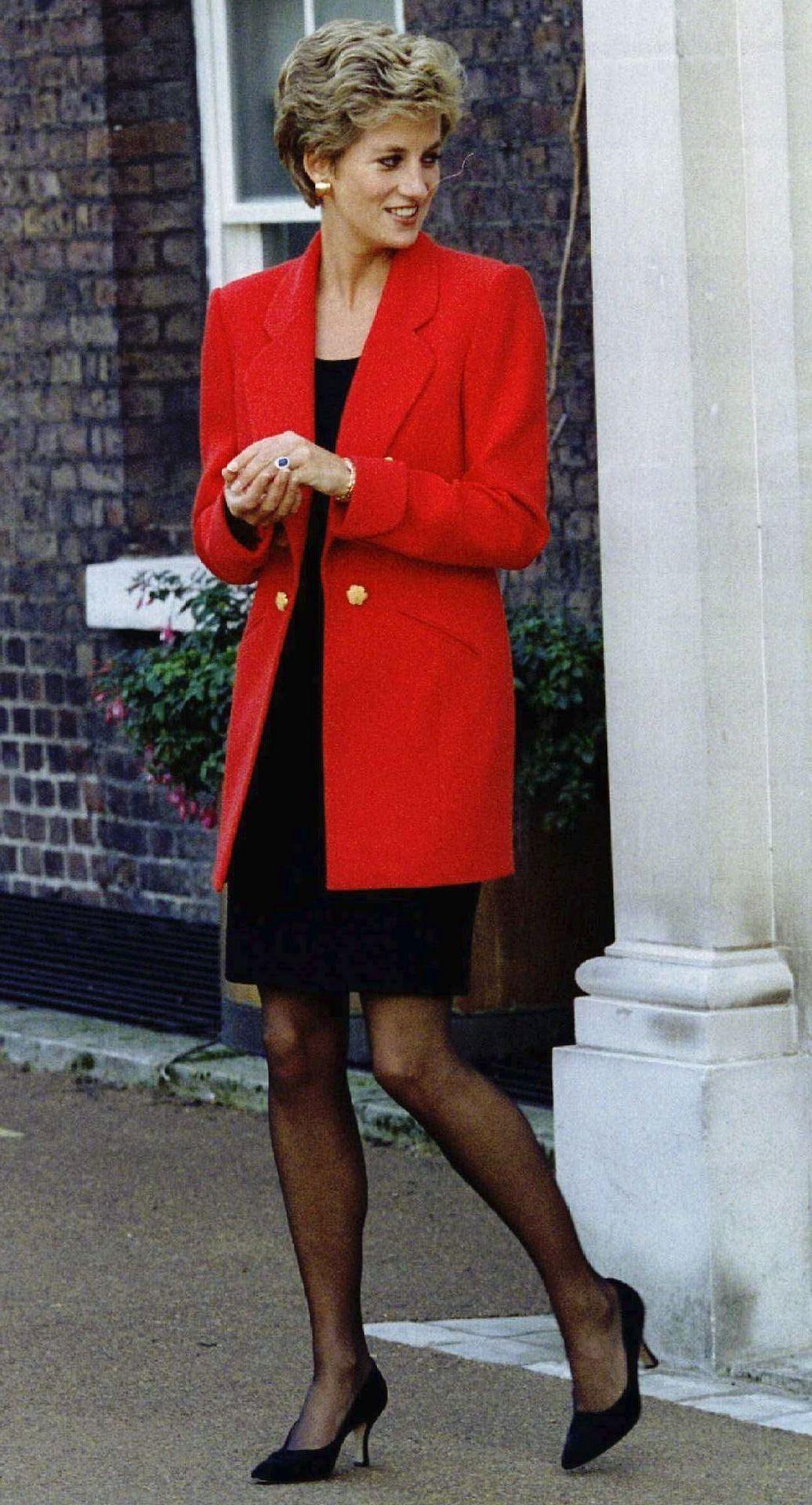 Prinsesse Diana i rødt - meget tynd