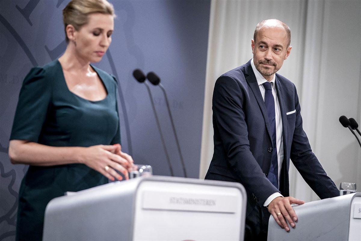 Mette Frederiksen og Magnus Heunicke ved et pressemøde