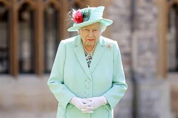 Dronning Elizabeth i grøn dragt