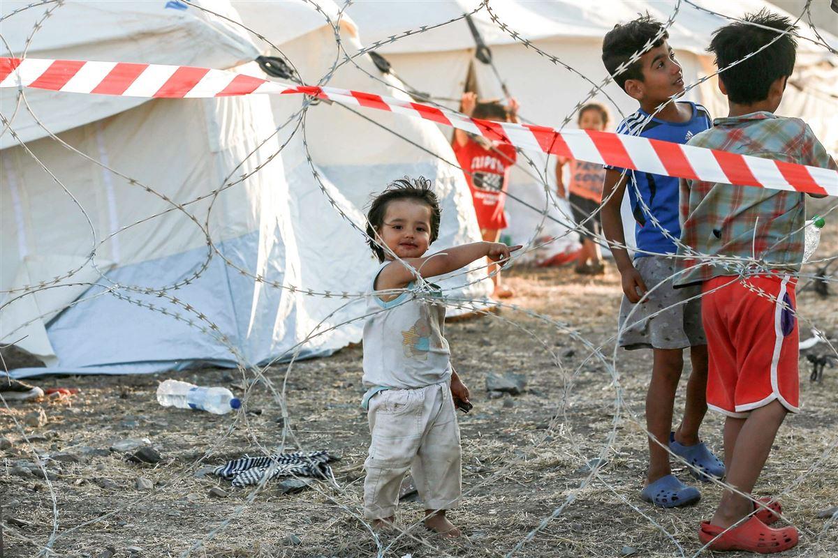 Børn bag pigtråd
