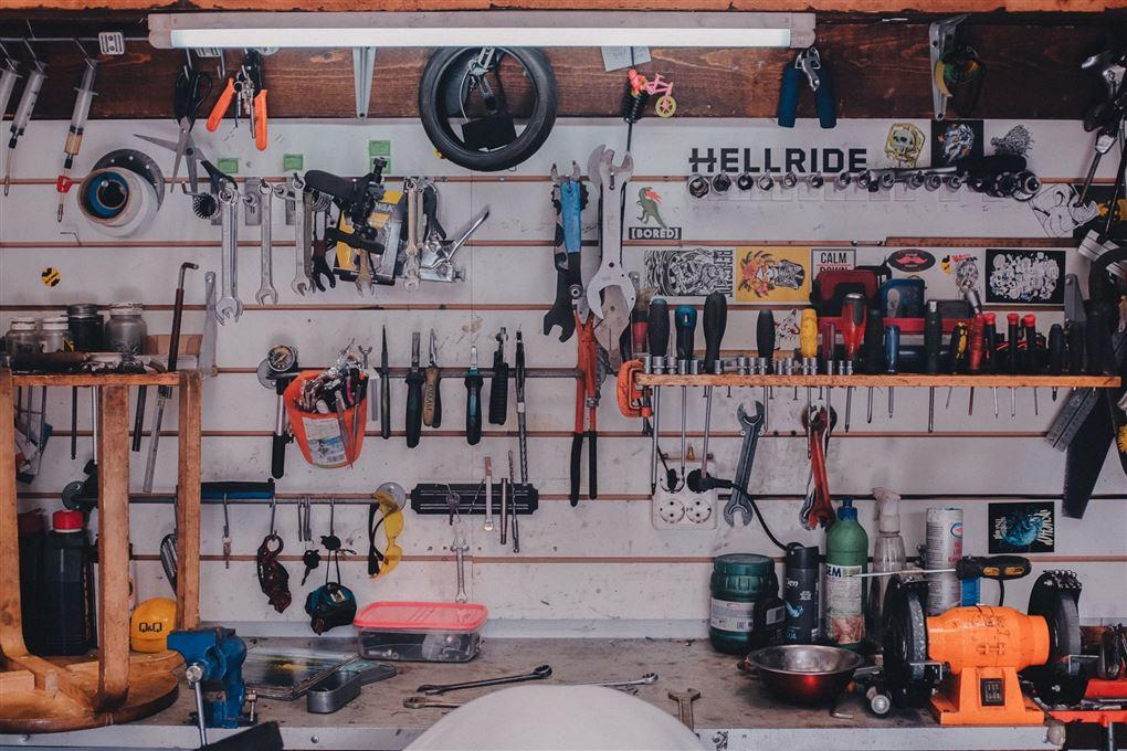 En væg fuld af værktøj