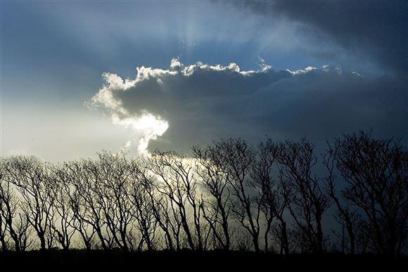 Sol bag skyer