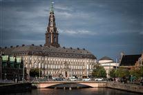 Christiansborg set på afstand