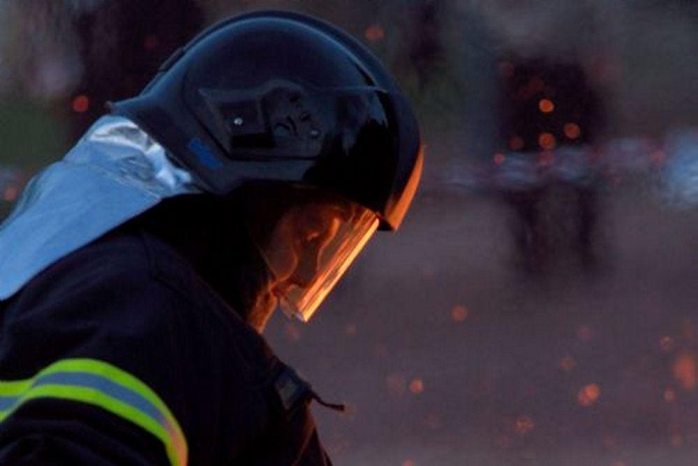 En brandmand midt i et inferno