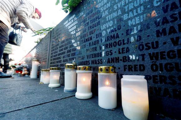 Lys ved mindesmærke for Estonia-forlis