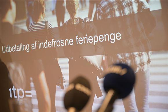 billede fra slide ved pressemøde om feriepenge