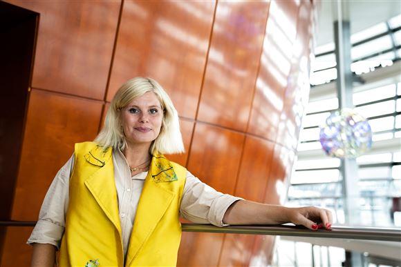 Sofie Linde poserer i Operaen i København