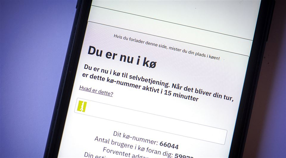 Billede af mobiltelefon som viser kø til feriepenge