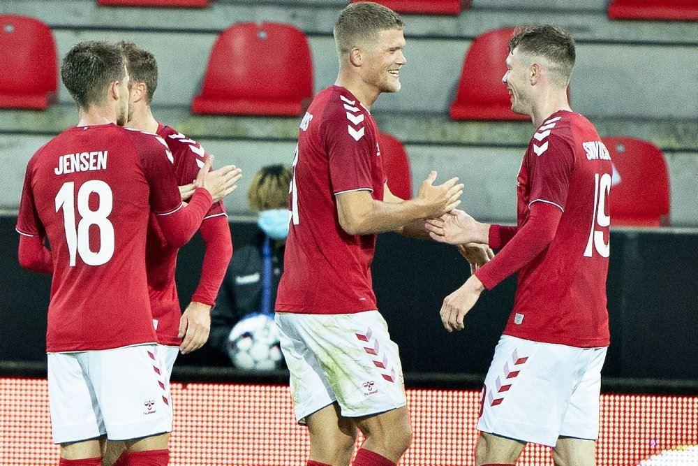 Dansker jubler efter scoring i landskamp mod Færøerne