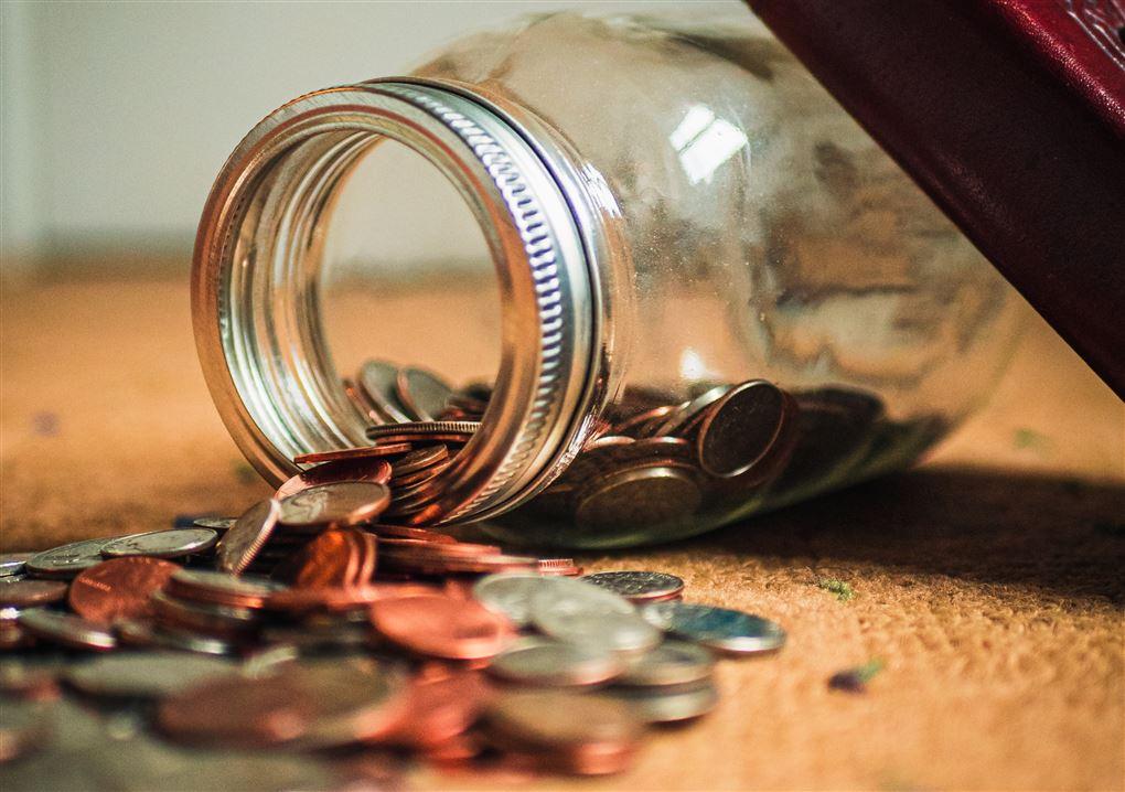 Penge på vej ud af krukke