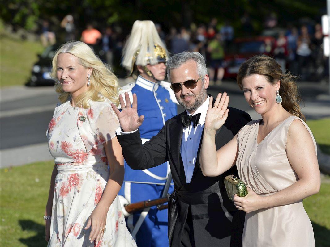 Ari Behn og prinsesse Märtha Louise vinker til kameraet