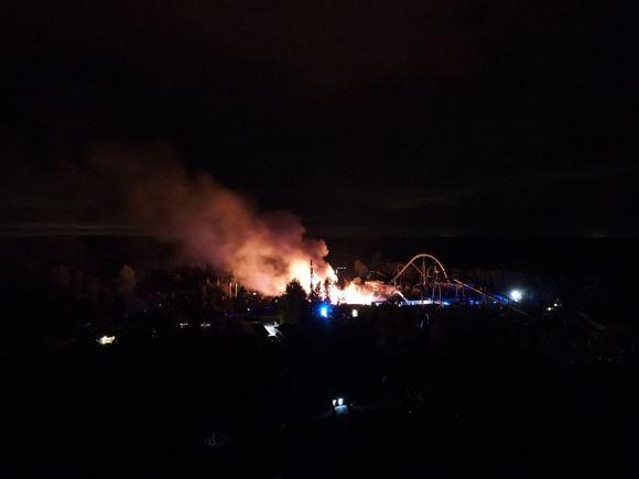 Brand i Djurs Sommerland set fra luften.