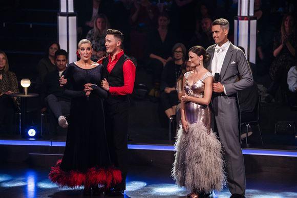 to par står på gulvet i tv-programmet Vild med Dans