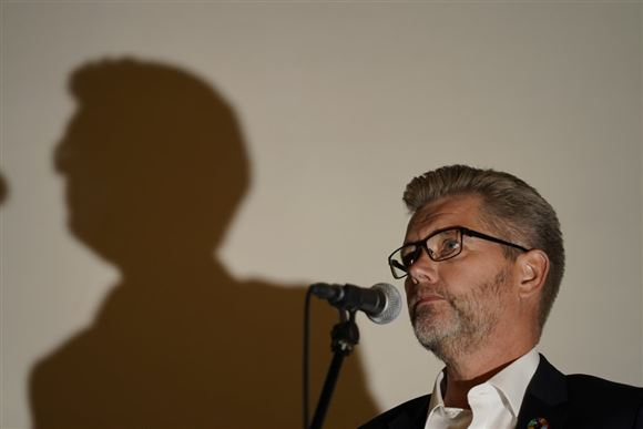 Frank Jensen foran en mikrofon