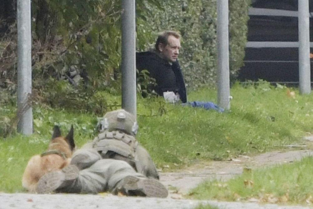 Peter Madsen sidder op ad en hæk