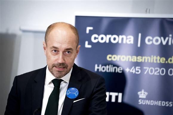 Magnus Heiunicke ved et tidligere corona pressemøde. Han ser alvorlig ud.