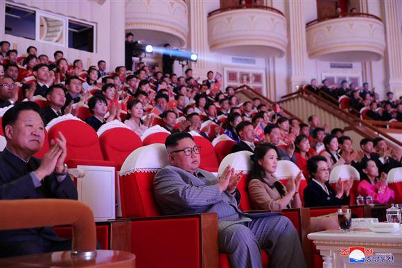 Et teater med en masse nordkoreanere