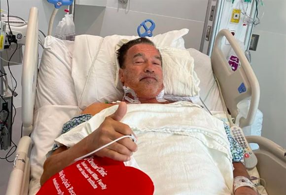 Arnold Schwarzenegger i hospitalssengen