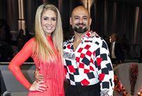 Danseren Karina Frimodt i rød kjole og skuespilleren Janus Bakrawi i ternet skjorte