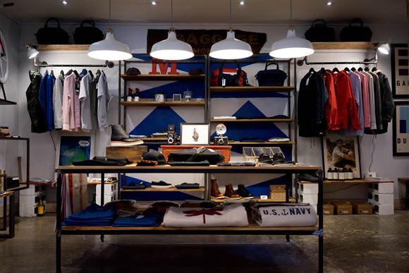 En forretning med tøj og accesories