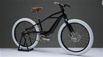 elcykel med hvide dæk