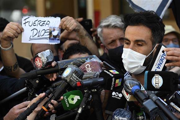 Maradonas læge på pressemøde