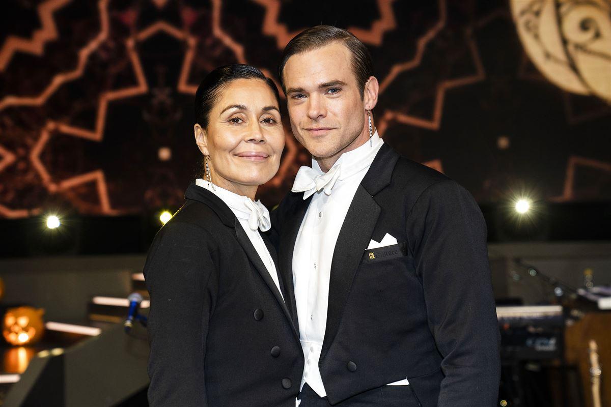 Silas Holst og Nukâka Coster-Waldau poserer i smoking