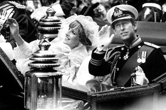 Diana og Charles på karettur i forbindelse med deres bryllup