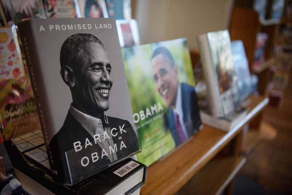 Billede af Baracks selvbiografi på hylden