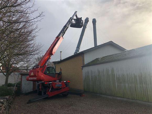 billede af arbejdet med at fjerne skorstenen