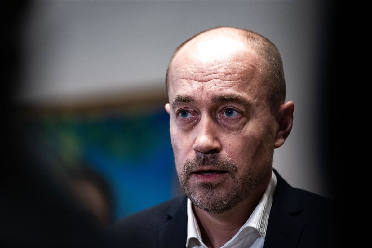 Sundhedsminister Magnus Heunicke kigger